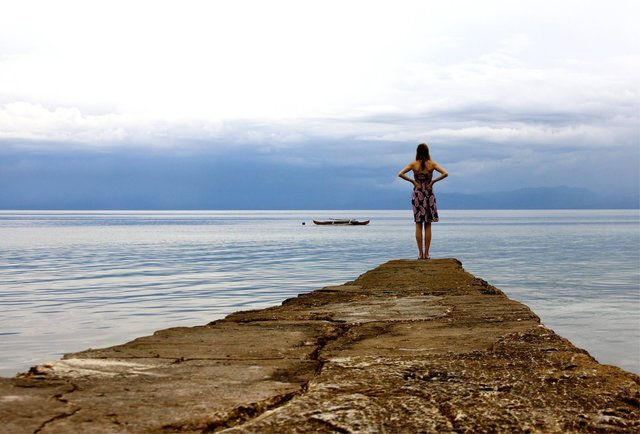 woman travel alone