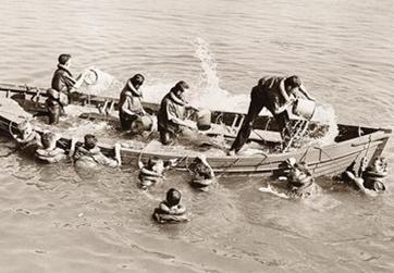 bailing boat vintage